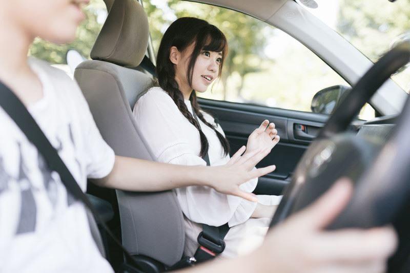 MT車の減速方法。フットブレーキのみ、エンブレのみは危険なのか。